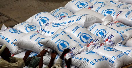 Sudanese workers offload US aid destined