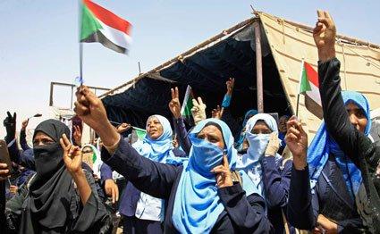 Sudan army rulers, protesters resume talks