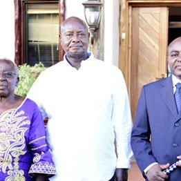 President Museveni (centre) posing with the Rwenzururu king Charles