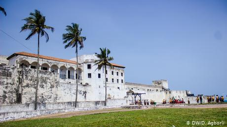 View of the whitewashed fortifications of Emina Castle (DW/D. Agborli)